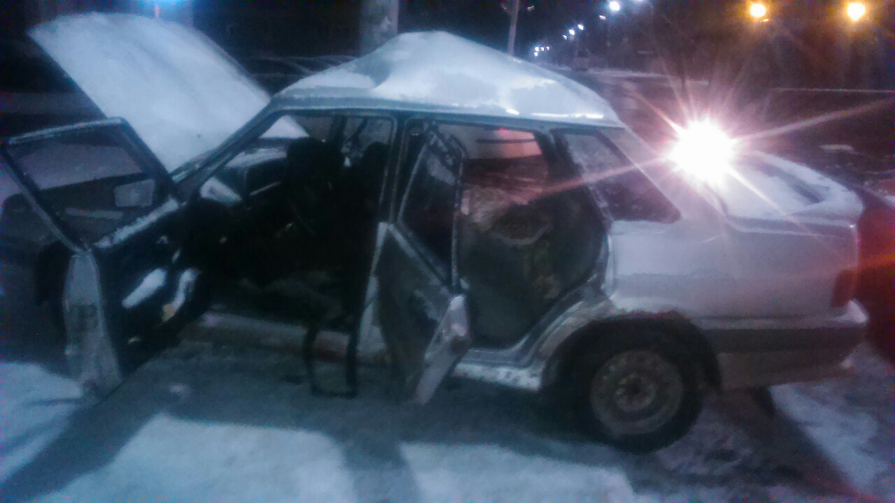 Рязанская автоледи снесла столб на «пятнашке»