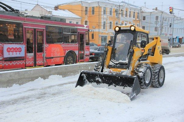 Предприятия Рязани помогают с уборкой снега