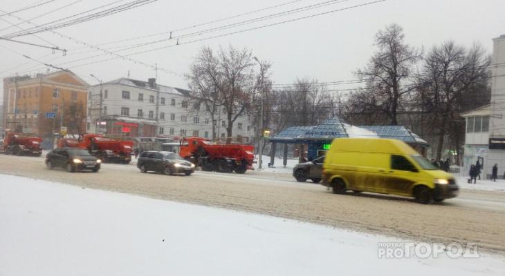 На улицы города вышла снегоуборочная техника