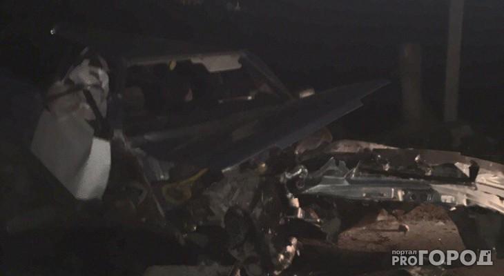 Под Рязанью легковушка влетела в отбойник