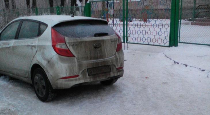 Из-за неправильной парковки авто дети в садике остались без молока
