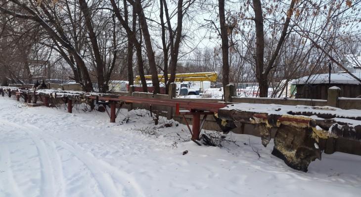 В Борках жители жалуются на оголенные трубы теплотрассы
