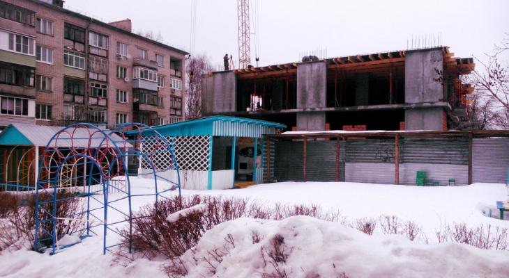 В Рязани в метре от детского сада строится многоэтажка