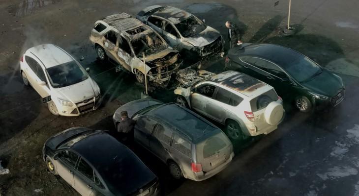 Ночью в Рязани сгорело еще 5 автомобилей