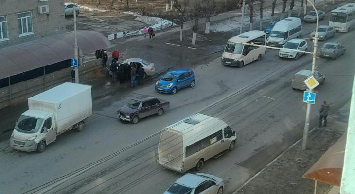 На улице Циолковского произошло ДТП, есть пострадавшие