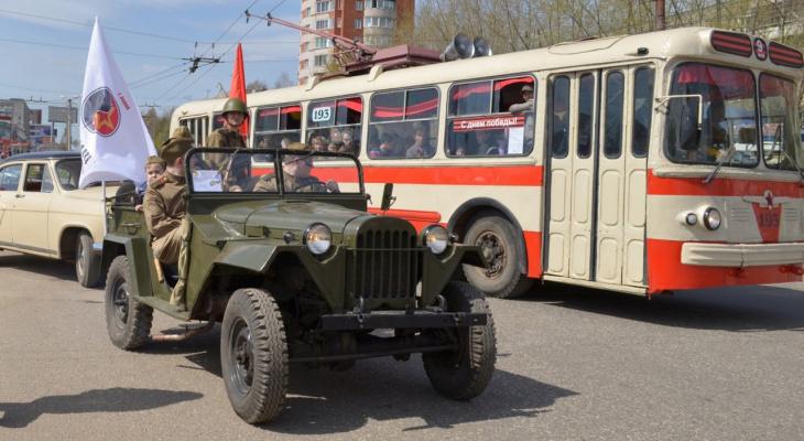 Выставка исторической военной техники на улице Соборной