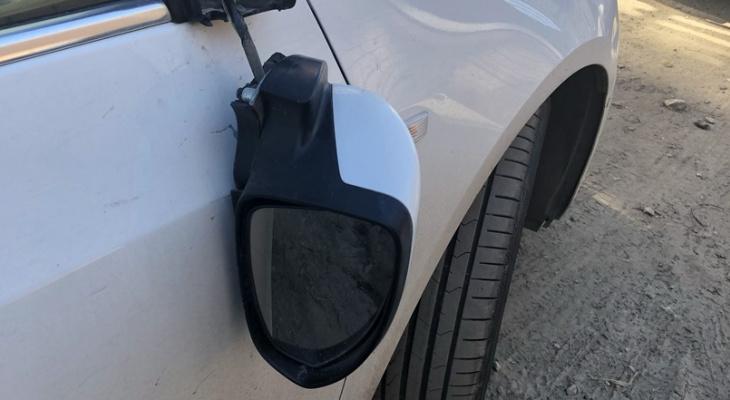 В Рязани объявились вандалы, ломающие боковые стекла автомобилям
