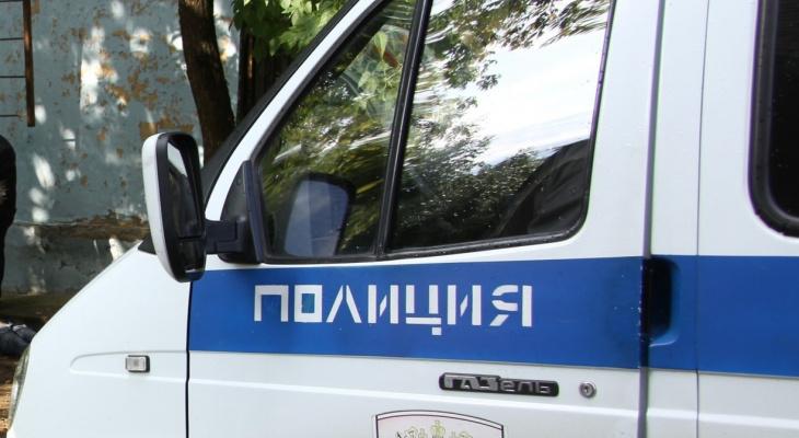 В поселке Тума мужчина грозил убить родственницу бензопилой