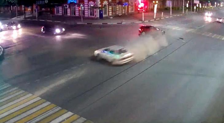 Появилось видео массового ДТП на Первомайском проспекте в Рязани