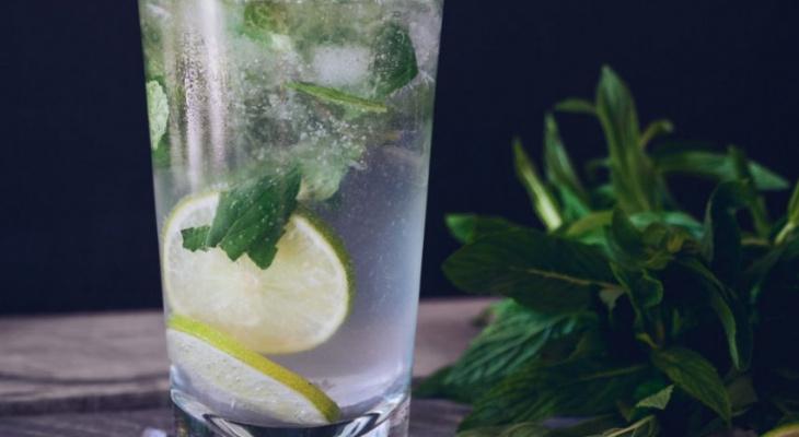 Что пить в жару: в Роскачестве рассказали о правильном выборе напитков в летний период