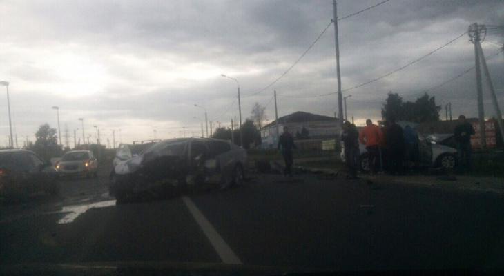 На Ситниковской столкнулись две легковушки: погибла женщина