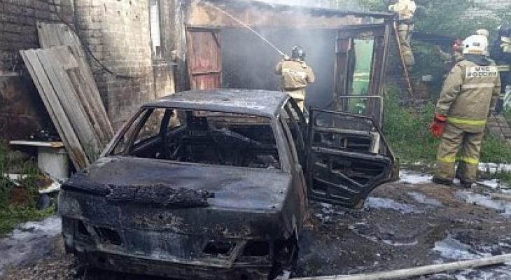 На Мервинской сгорел автомобиль