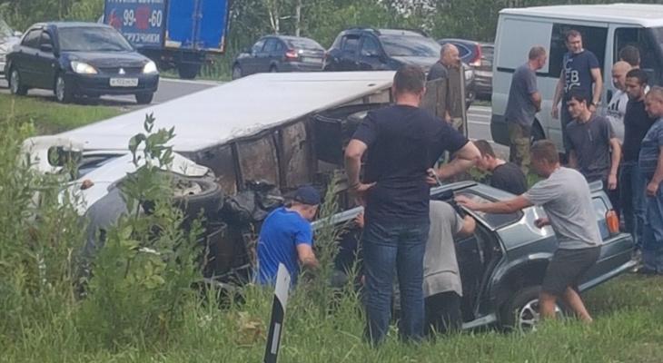 Под Рязанью произошло серьезное ДТП: столкнулись фургон и ВАЗ-2115
