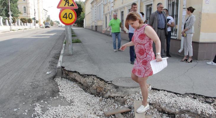 Елена Сорокина проверила ремонт дороги на улице Свободы