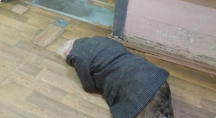 В БСМП пенсионерка с разбитой головой лежала на полу