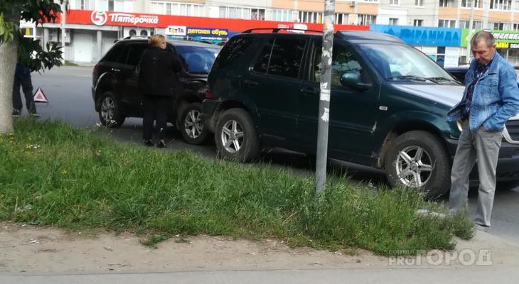 На улице Новосёлов столкнулись две иномарки