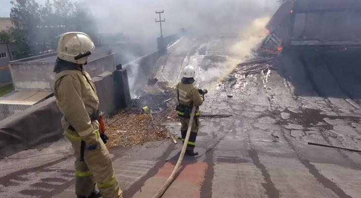 Как тушили пожар на комбайновом заводе. Видео от первого лица