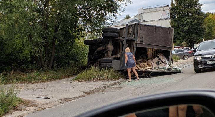 Трагедия дня: в Рязани перевернулся грузовик с пивом