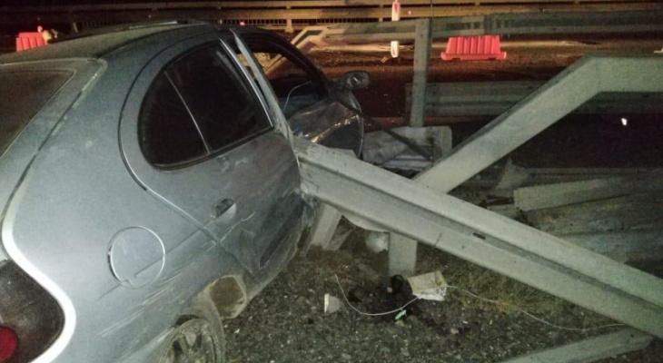 На трассе М5 «Урал» водитель «Рено» врезался в отбойник. Погиб 1 человек