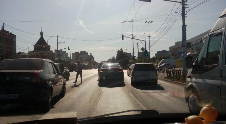 """Массовое ДТП возле ТЦ """"Барс""""  - столкнулись четыре автомобиля"""