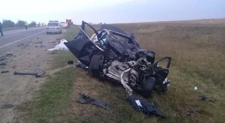 Смертельное ДТП в Рязанской области: водитель мерседеса уснул за рулем и врезался в фуру