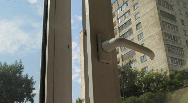 В Канищеве 19-летний рязанец выпал с балкона