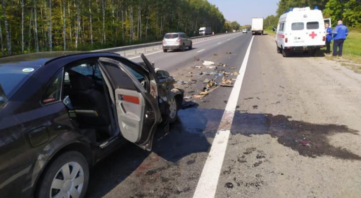 ДТП: в Рязанской области иномарка врезалась в грузовик