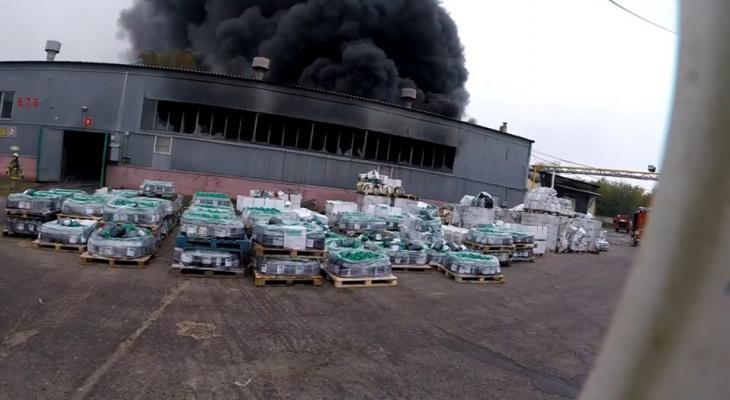 Как тушили пожар на складе с пестицидами: видео от первого лица