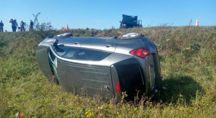В Чучковском районе иномарка столкнулась с ВАЗ-2106. Три человека пострадали
