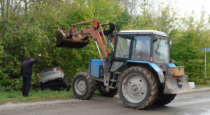 Полтергейст в Ермиши: стоящая на ручнике машина укатилась в канаву