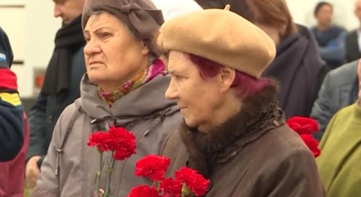 Видеосюжет с похорон убитых ветерана войны и его жены