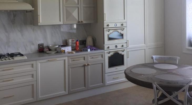 Когда кухня служит долго: где в Рязани найти мебель из массива дерева?