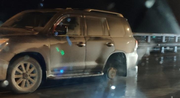 На Солотчинском мосту у внедорожника отлетело колесо и врезалось в другой автомобиль