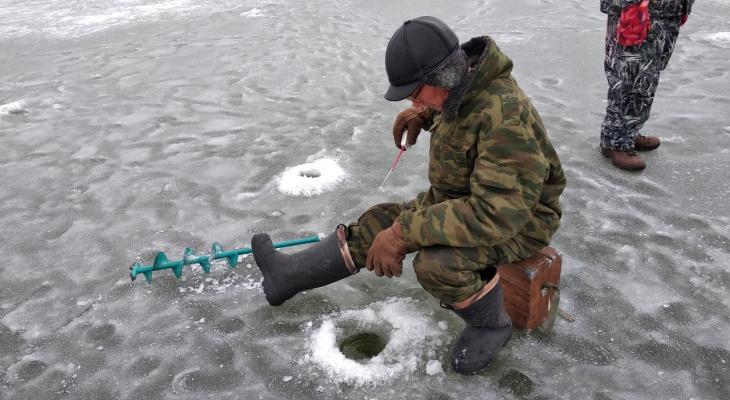 Рязанские рыбаки самые смелые - выходят на тонкий лед в плюсовую температуру