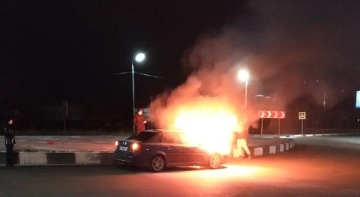 На Зубковой в Рязани загорелся автомобиль