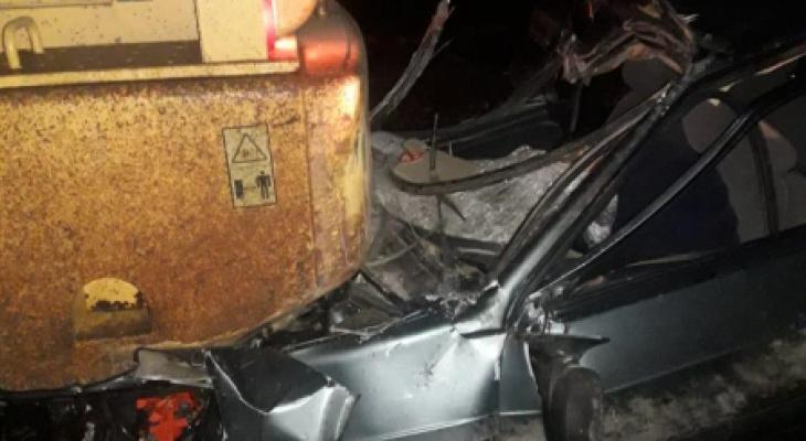В окрестностях Рязани легковушка оказалась под трактором - водитель скончался