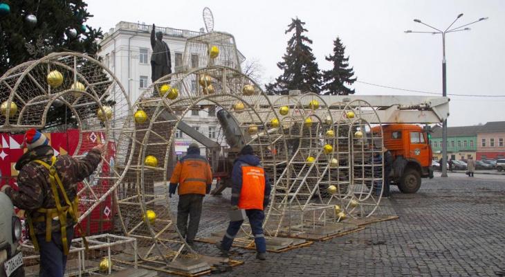 Дирекция благоустройства начала демонтировать новогодние ели