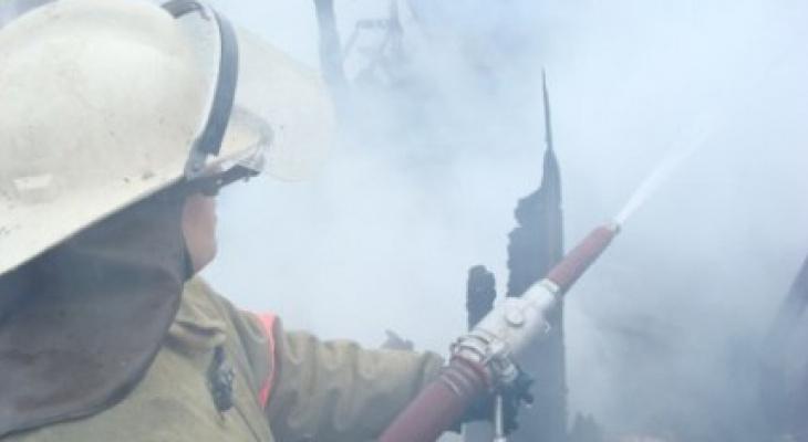 В Рязани загорелся жилой дом: в пожаре пострадала маленькая девочка