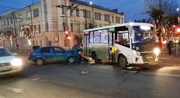 На Ленина маршрутка попала в ДТП