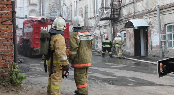 При пожаре в рязанской многоэтажке погибла пенсионерка