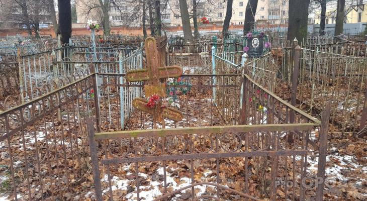 Опустевшее и никому не нужное: читатели рассказали истории, связанные с Лазаревским кладбищем