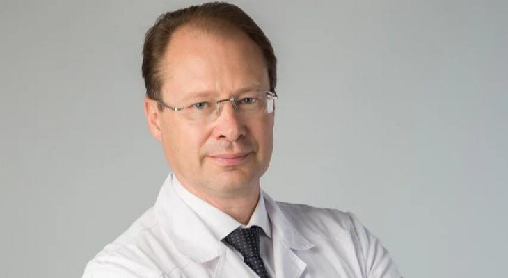 Профессор Кузнецов: - Сейчас удачное время, чтобы заняться имплантацией зубов