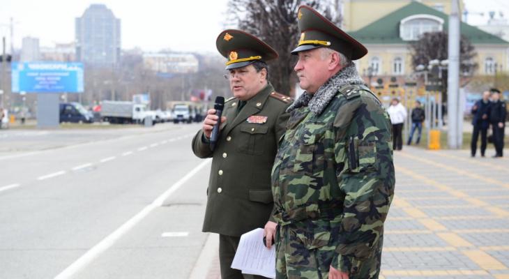 Военным запретили носить телефоны на службе - поправки в устав