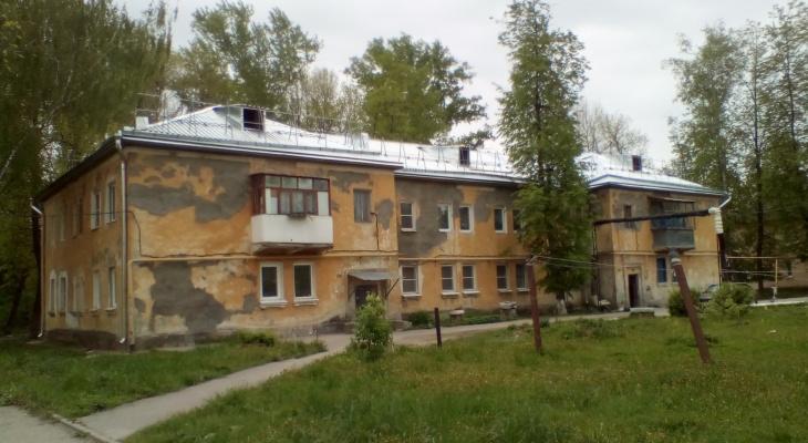 Капремонт по-рязански:  аварийным домам в Строителе сменили крышу