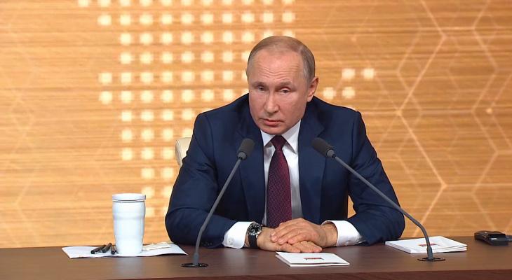"""""""Не в прямом эфире"""": Песков прокомментировал отставание часов Путина"""