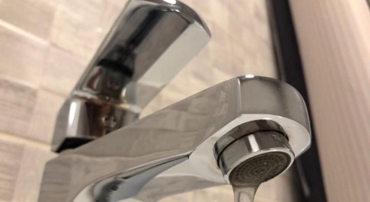 11 домов и детсад: во вторник часть Дядькова останется без воды