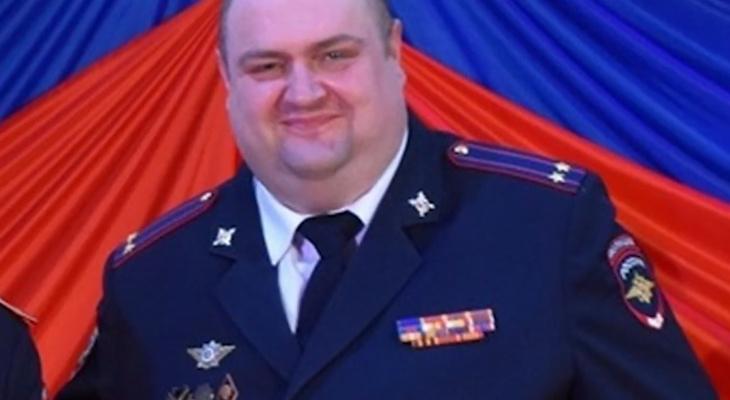 """Продавал """"красивые"""" номера: стало известно, за что может сесть глава сараевской полиции"""