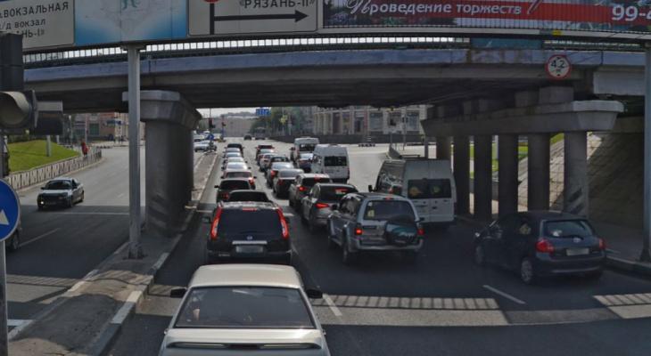 Нет проезда: движение под путепроводом на Московском шоссе снова закрыто