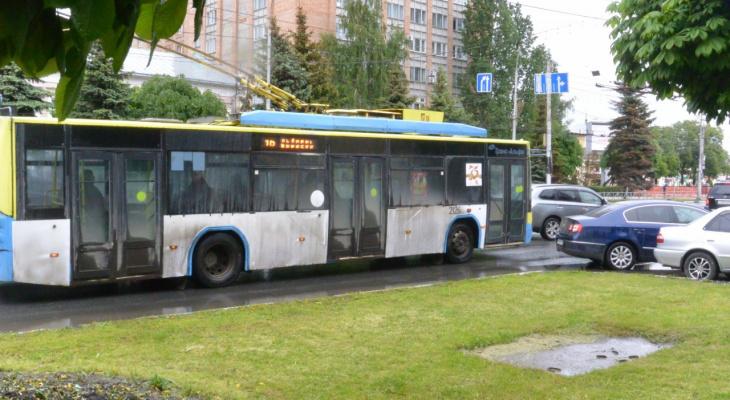 Запрос редакции: будут ли ремонтировать изношенную контактную сеть троллейбусов?