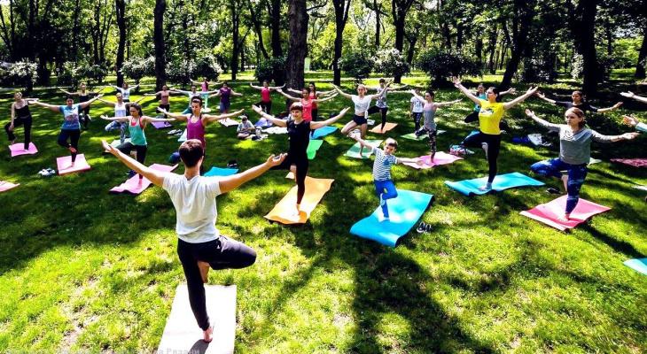 """""""Вдох глубокий, руки шире!"""": в ЦПКиО будут проводить бесплатные тренировки по йоге"""